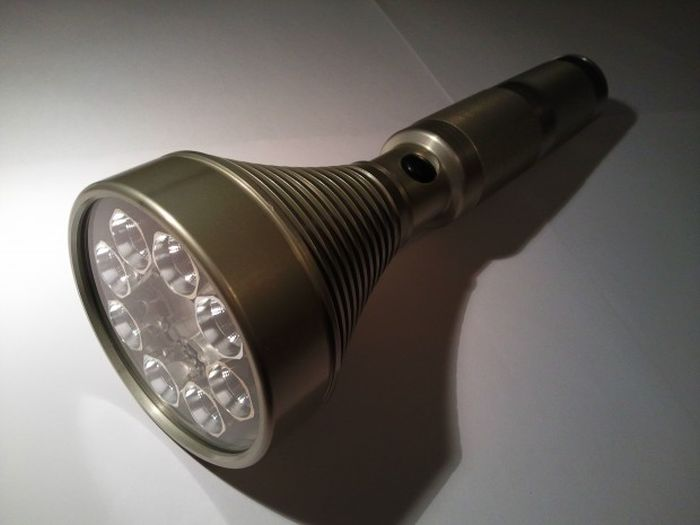 """Fat Star"" Octa 8x SST-90 Colossus Led Flashlight (23 pics)"