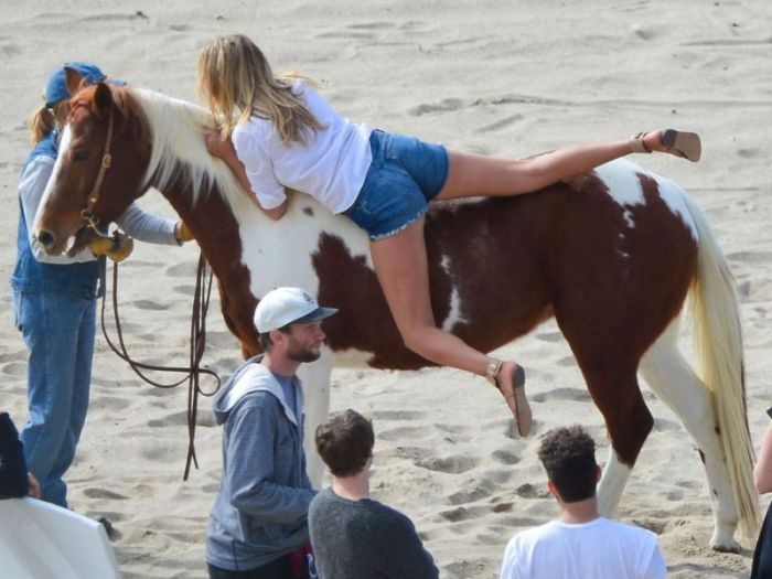 Kate Upton Photo Shooting on the Beach (10 pics)