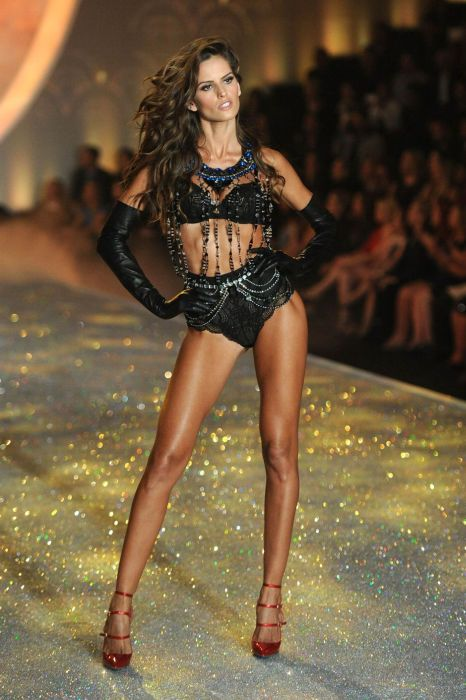 Victoria's Secret Fashion Show 2013 (90 pics)