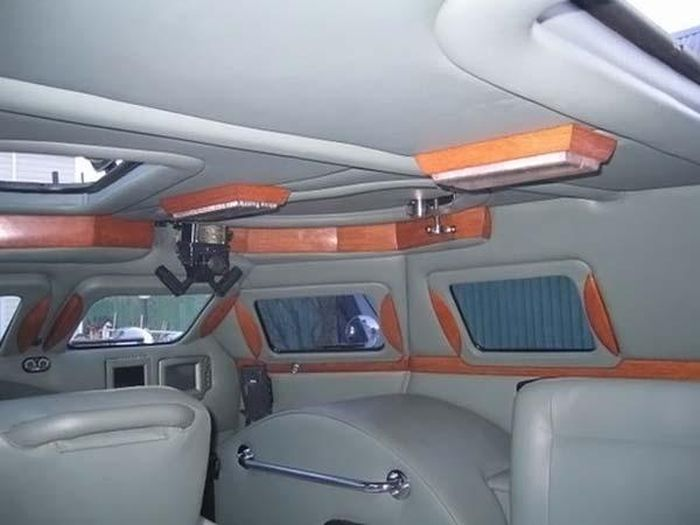VIP Amored Car (18 pics)