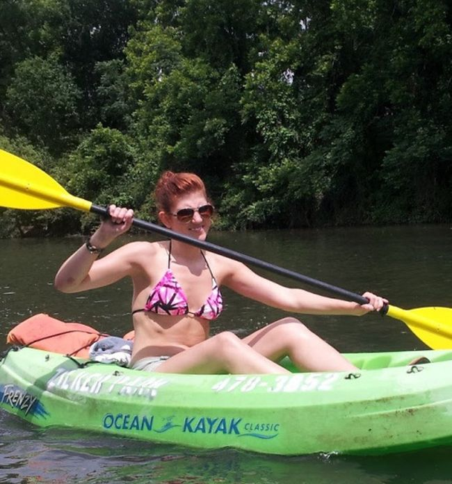 Girls and Kayaking (44 pics)