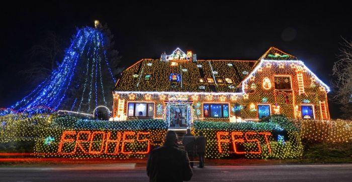450,000 Christmas Lights (8 pics)