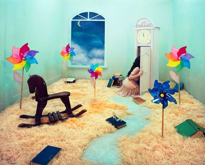 Surreal Worlds in an Artist's Room (16 pics)