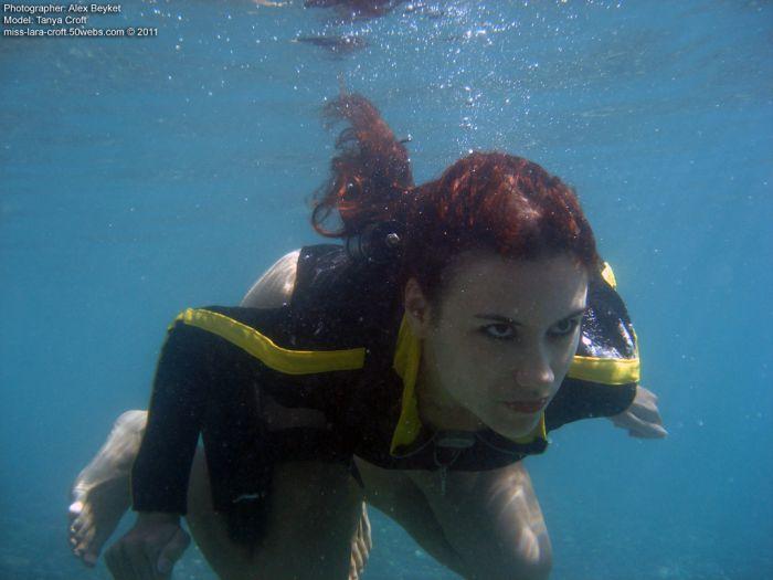 Tomb Raider Underwater Cosplay (38 pics)