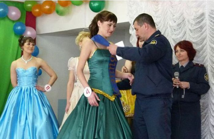 Beauty Pageant in Russian Prison (28 pics)