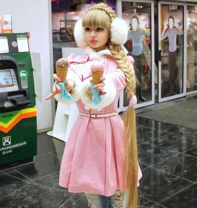 Real-Life Dolls (10 pics)