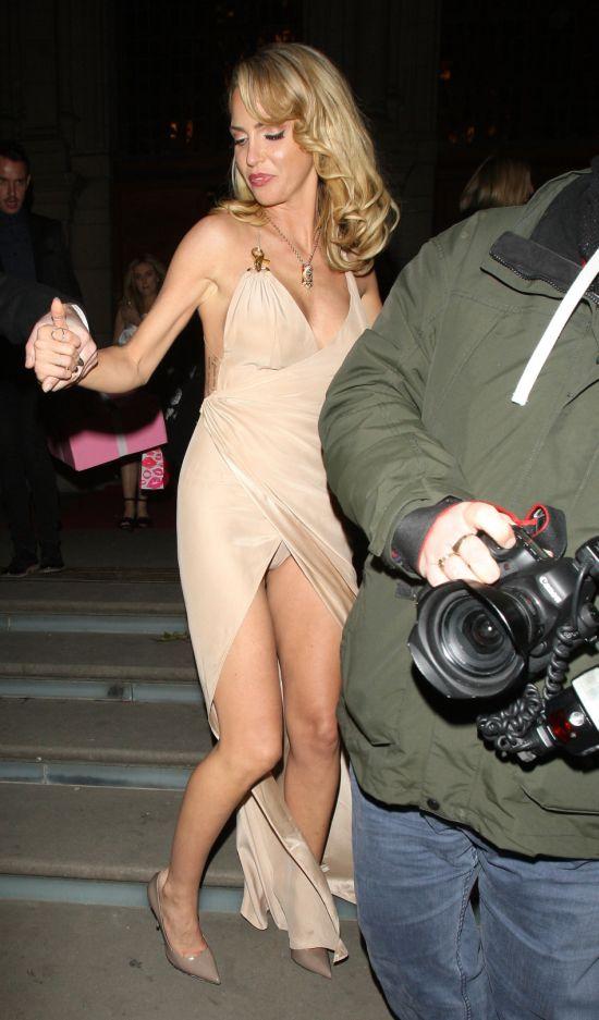 uncensored club upskirt miniskirt heels ass showing bare