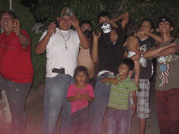 A Mexican Cartel's Family on Facebook (8 pics)