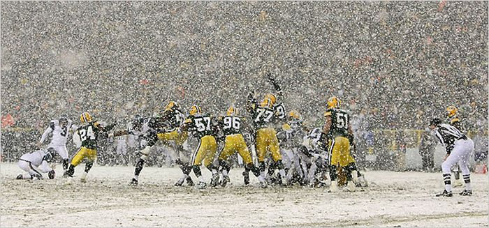 Bad Weather at NFL Games (34 pics)