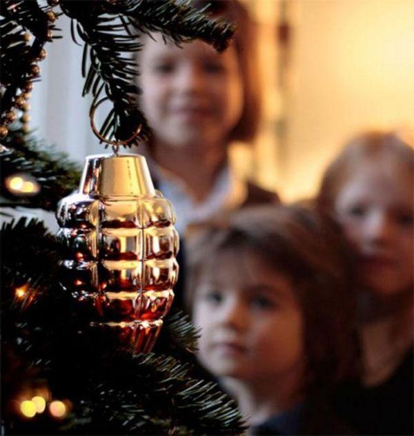 Awkward Christmas Decorations (24 pics)