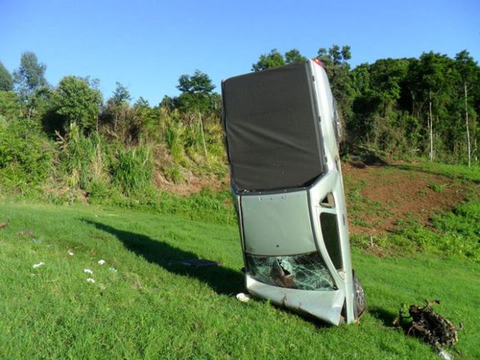 Car Crash (7 pics)