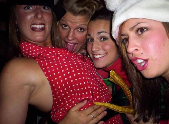 Drunk Christmas Party Girls (40 pics)