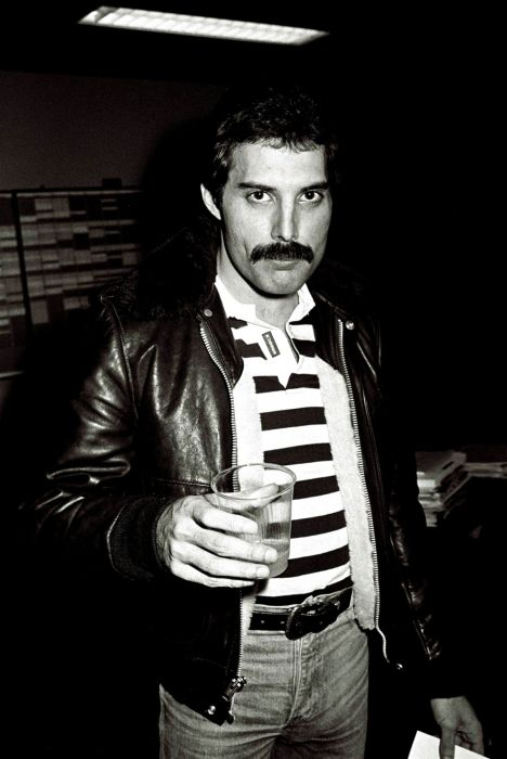 50 Pics That Prove Celebs Are Just As Obsessed With The: Photos Of Freddie Mercury (50 Pics