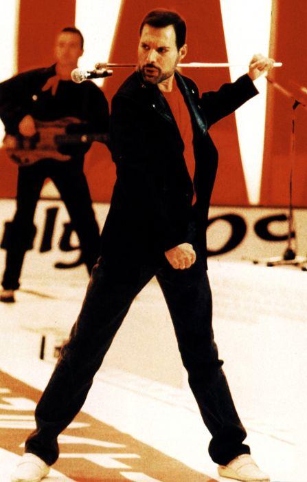 Photos of Freddie Mercury (50 pics)