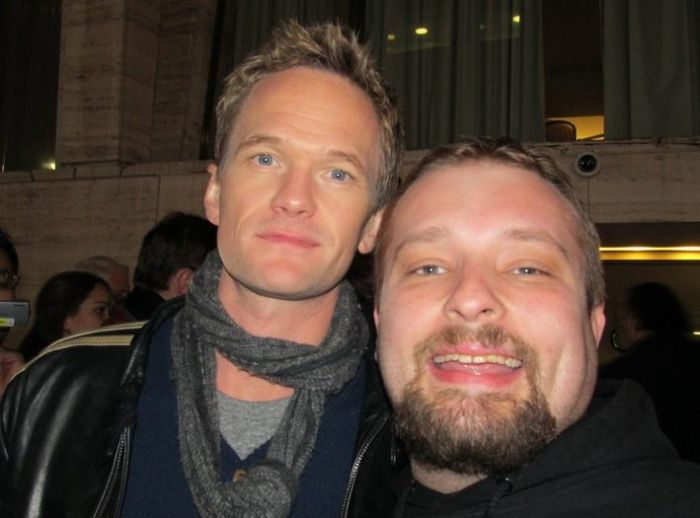 This Man Has a Photo with a Lot of Celebrities (101 pics)