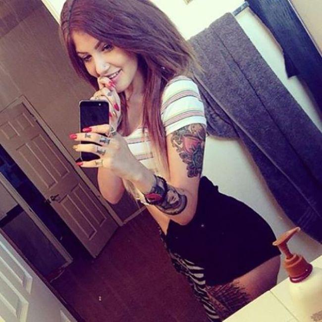 Cute Tattoo Girls (40 pics)