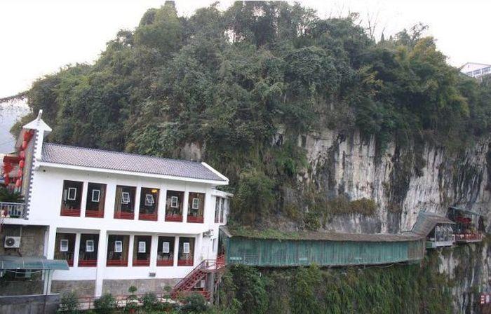 Restaurant on the Cliff (13 pics)