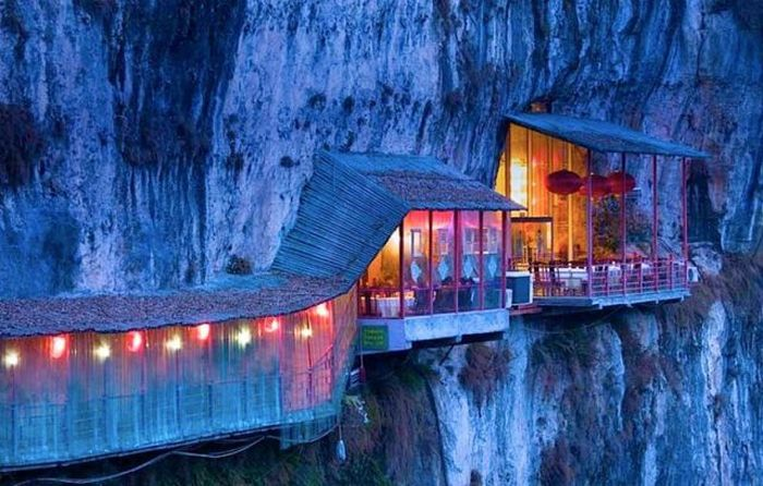 Restaurant on the Cliff (13 pics)