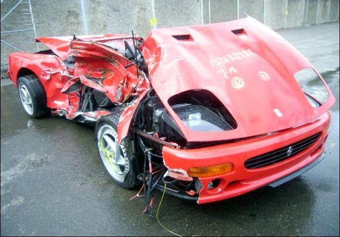 Ferraris in Troubles (45 pics)