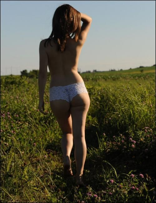 Beautiful Girls Bare Back (38 pics)