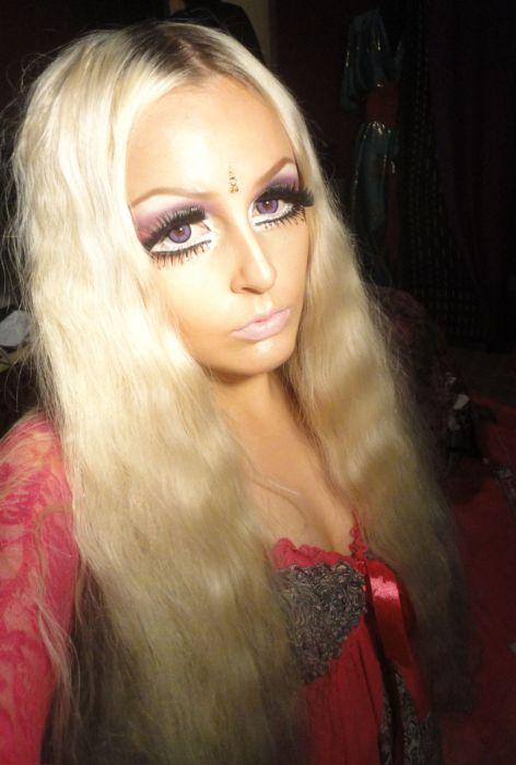 Living Doll Lhouraii Li aka Bradford Barbie (30 pics)