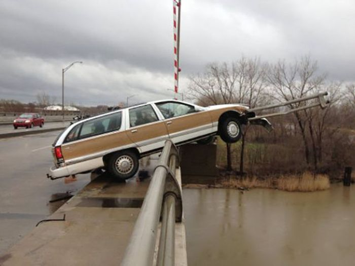 Impressive Car Accidents (36 pics)