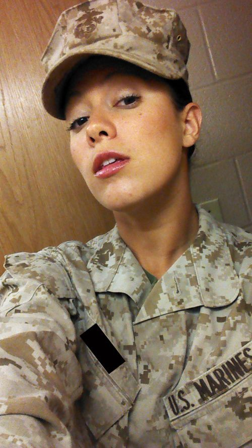 Girls in Uniform (23 pics)