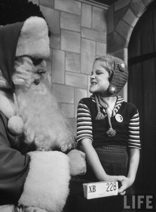 Santa Clause School 1961 (14 pics)