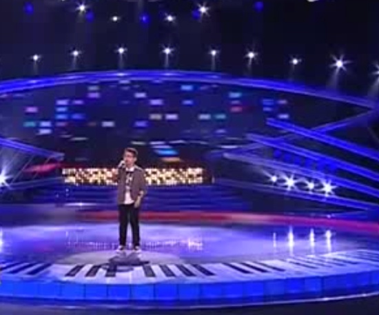 10-Years-Old Boy Singing 'Queen - The Show Must Go On'