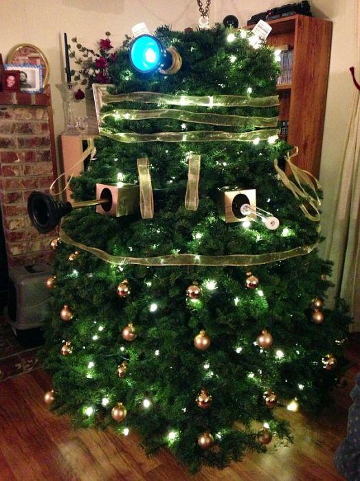 Nerdy Christmas Trees (26 pics)