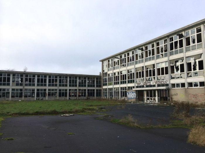 Graffiti Inside an Abandoned Nursing Home (23 pics)
