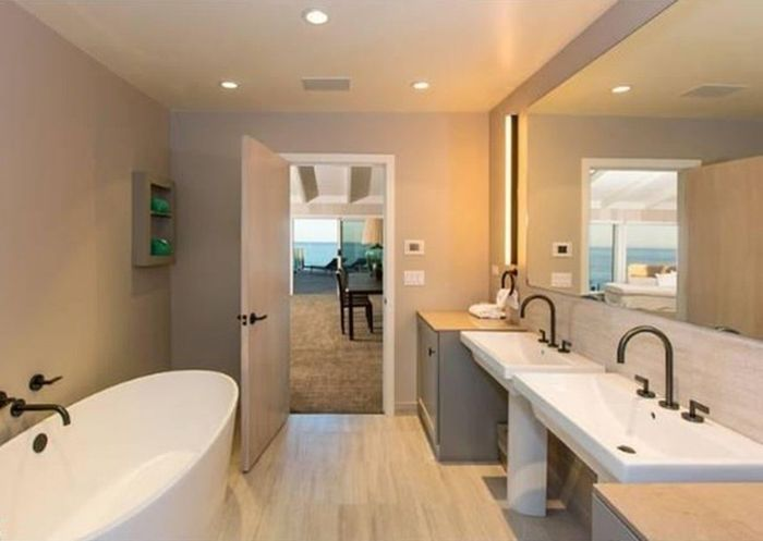 Leonardo DiCaprio's Malibu Beach House Is for Sale (23 pics)