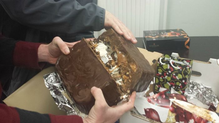 Making of a Giant Snickers (24 pics)
