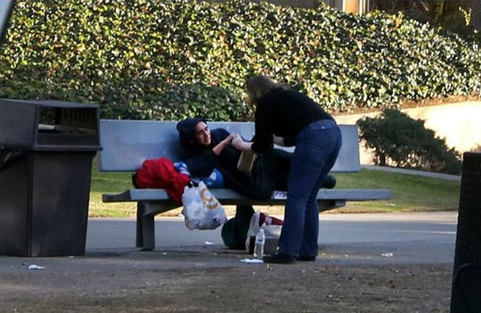 Christmas Gifts for the Homeless (3 pics)