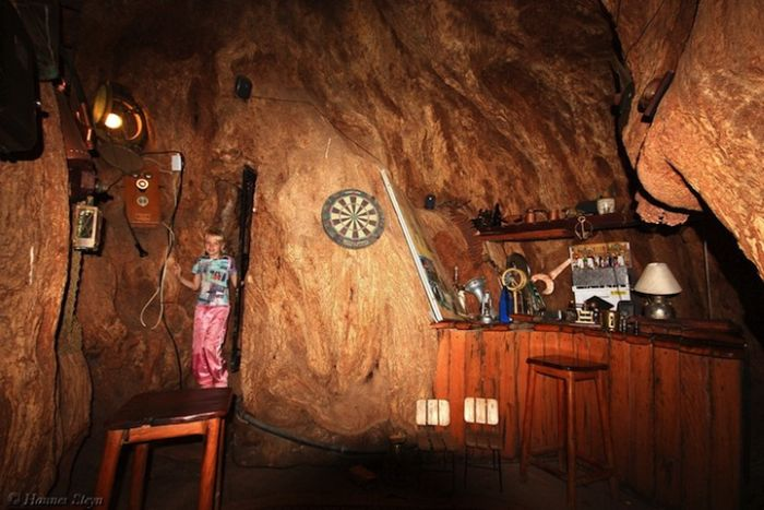Baobab Tree Bar (8 pics)