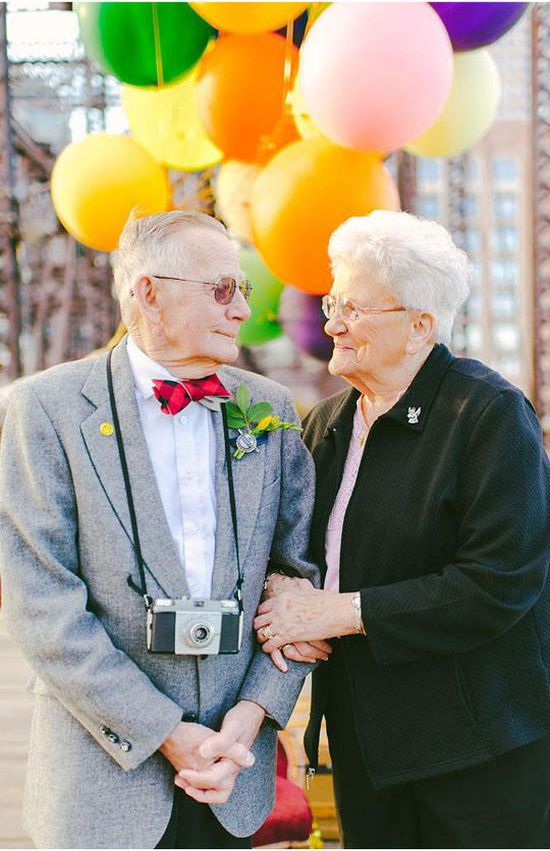 Photoshoot for an Elderly Couple (13 pics)