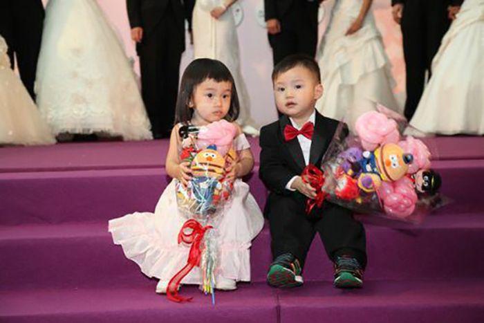 Weddings at McDonald's (24 pics)