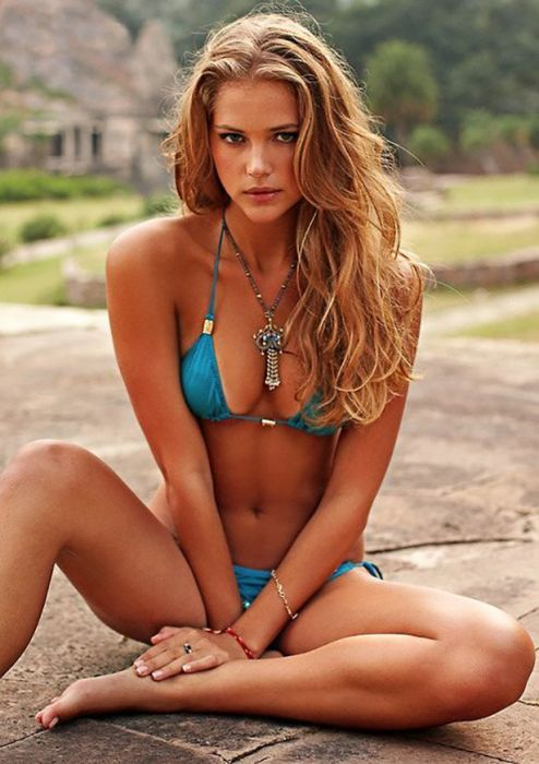 Cute Girls in Bikinis (30 pics)