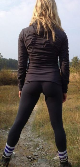 Girls in Yoga Pants. Part 6 (47 pics)