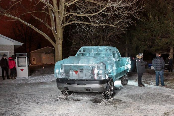 Fully Functional Truck Made From Ice (9 pics)