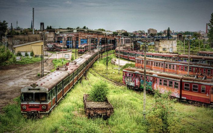 Abandoned Places Around the Globe (31 pics)