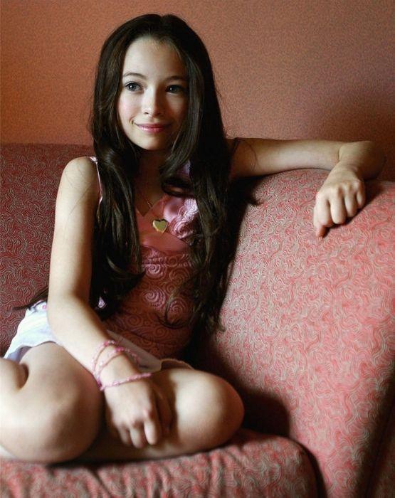 Young Actresses (49 pics)