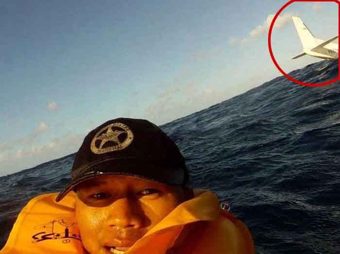 Plane Crash Footage and Selfie (3 pics + video)