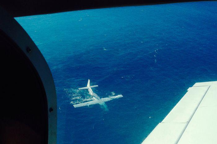Plane Crash Footage and Selfie (3 pics + video)