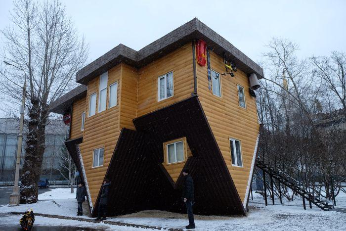 Strange House (9 pics)