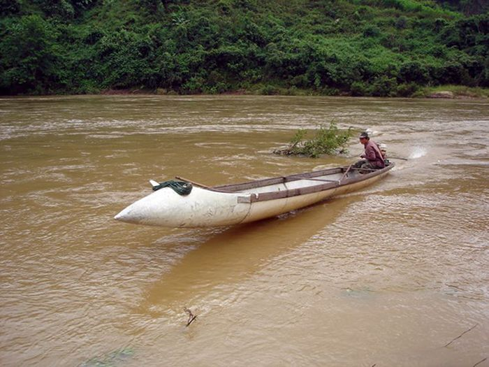 Canoes Made Out of Fighter Jet Fuel Tanks (4 pics)