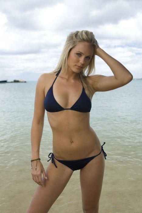 Beautiful Bikini Girls (55 pics)