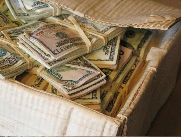 Box of Cash (11 pics)