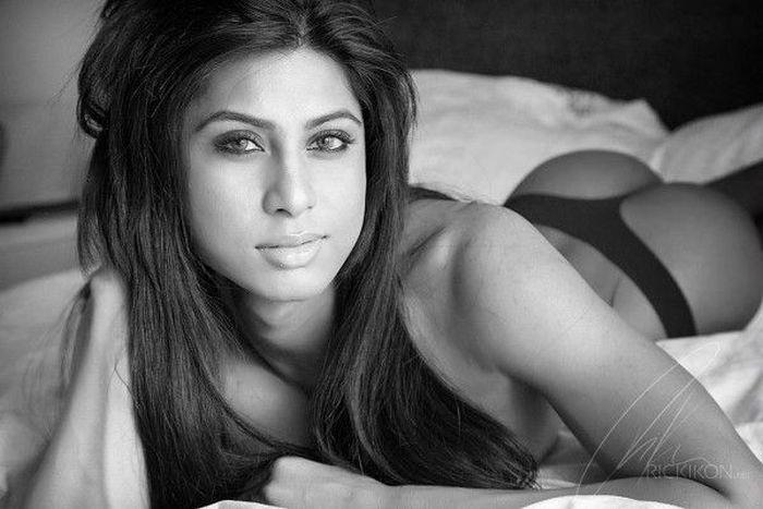 Transgender Muslim Model Amelia Maltepe (17 pics)