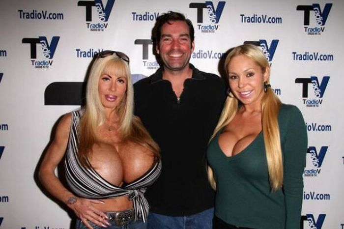 Elizabeth Starr, Porn Star with Huge Breasts (20 pics)